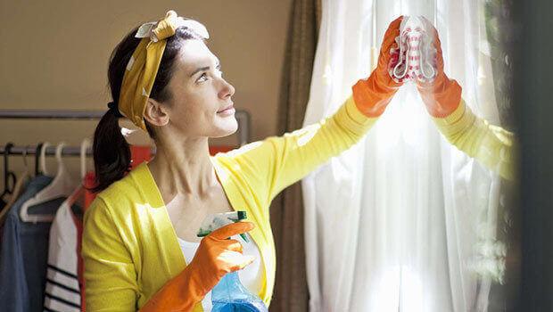 تنظيف المرايا والزجاج